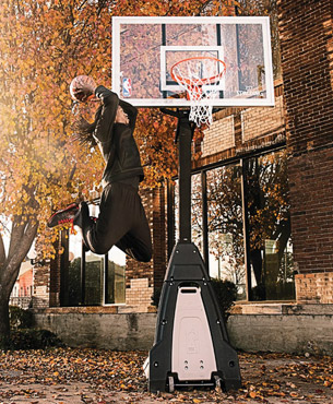 man dunking into the Spalding 74560 Portable Hoop